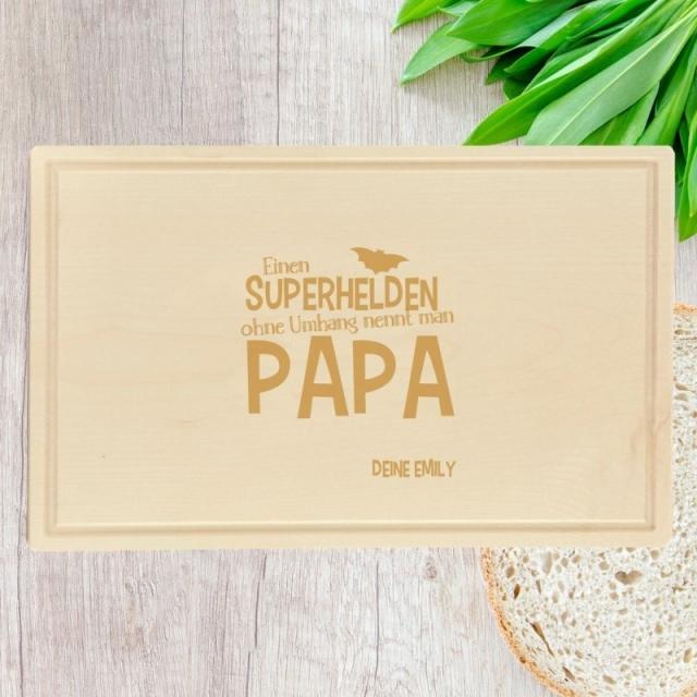 grosses holz schneidebrett mit gravur einen superhelden ohne umhang nennt man papa. Black Bedroom Furniture Sets. Home Design Ideas